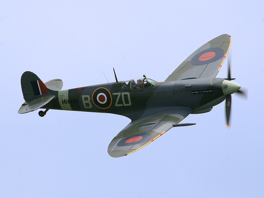Spitfire LF Mk IX, MH434. Photo by Wiki Commons
