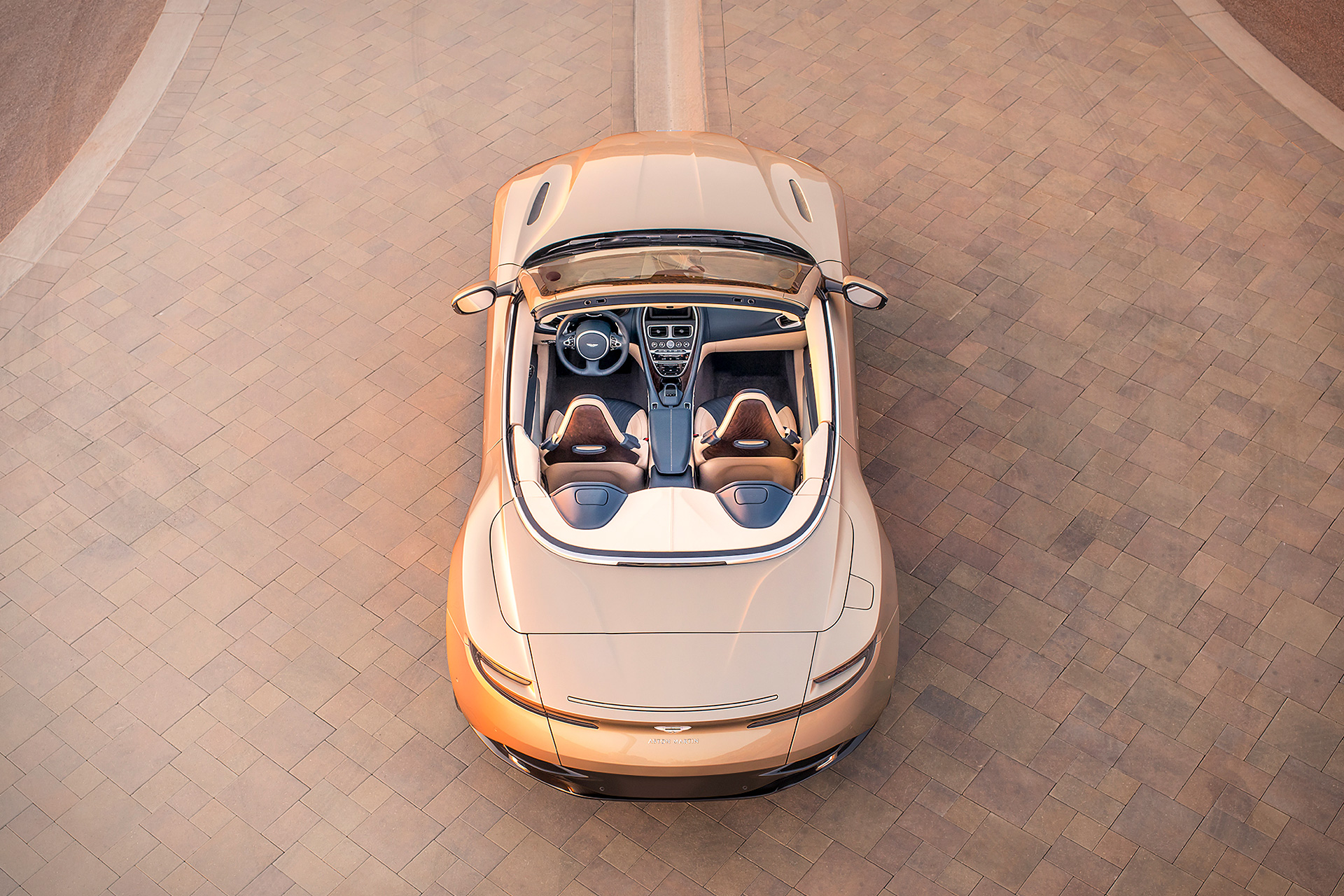 Aston_Martin_DB11_Volante-2019-above