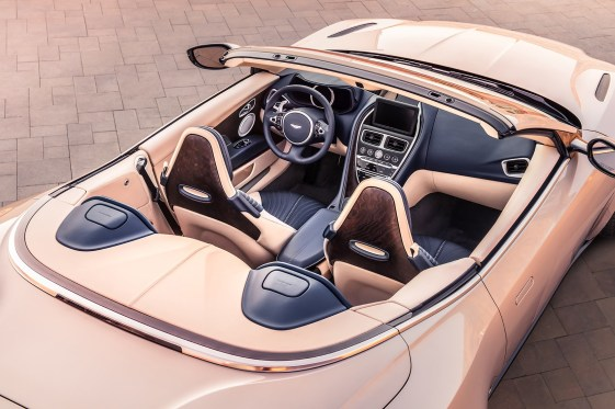 Aston_Martin_DB11_Volante-2019-interior