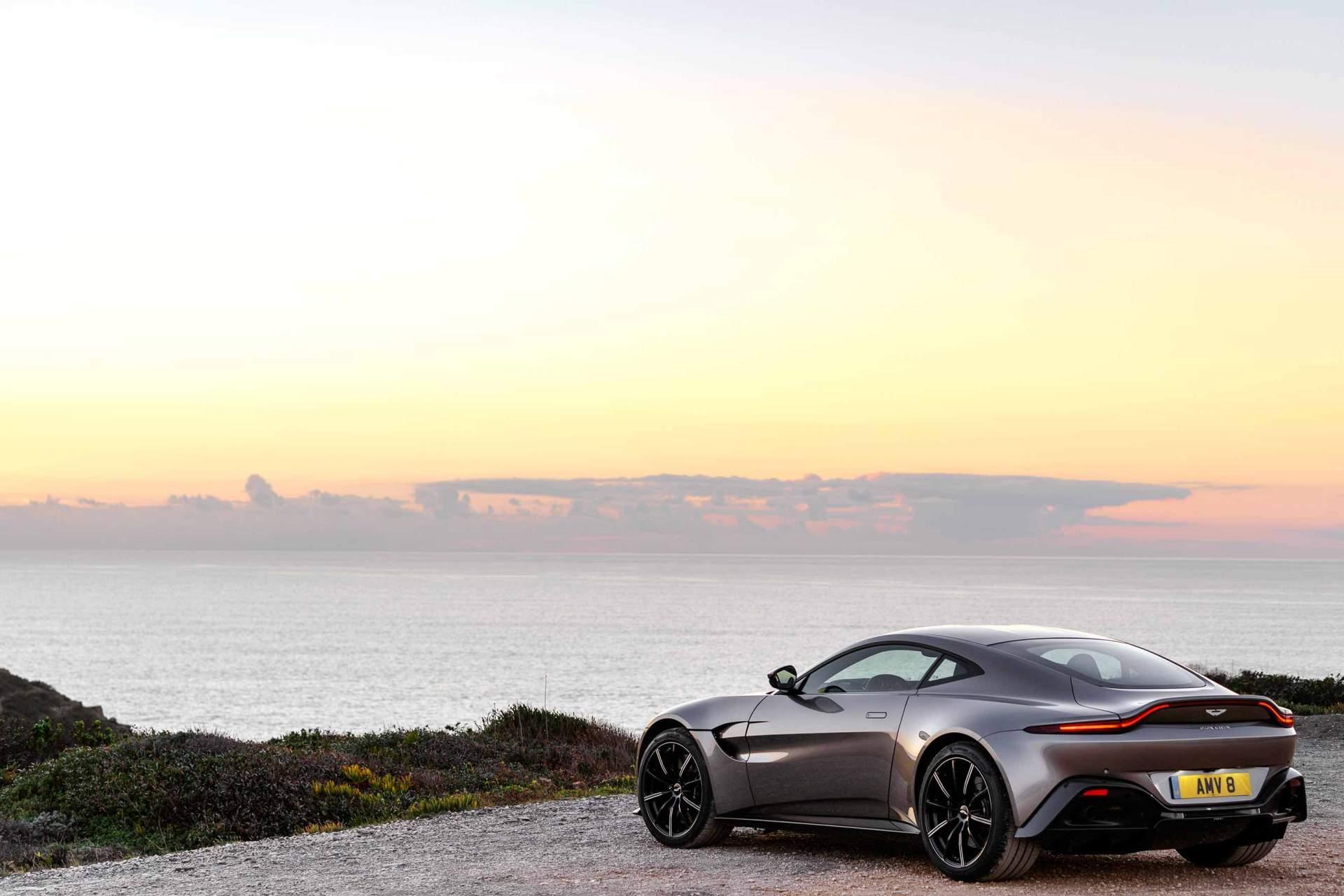 Aston_Martin_V8_Vantage_AMV_8__Portugal_22918w
