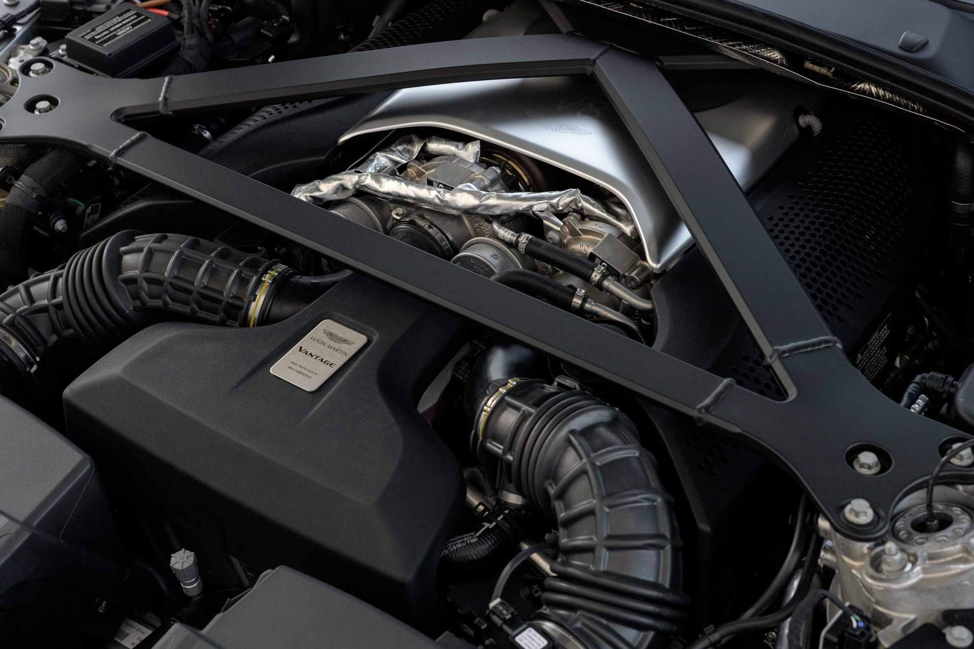 Aston_Martin_V8_Vantage_AMV_8__Portugal_engine