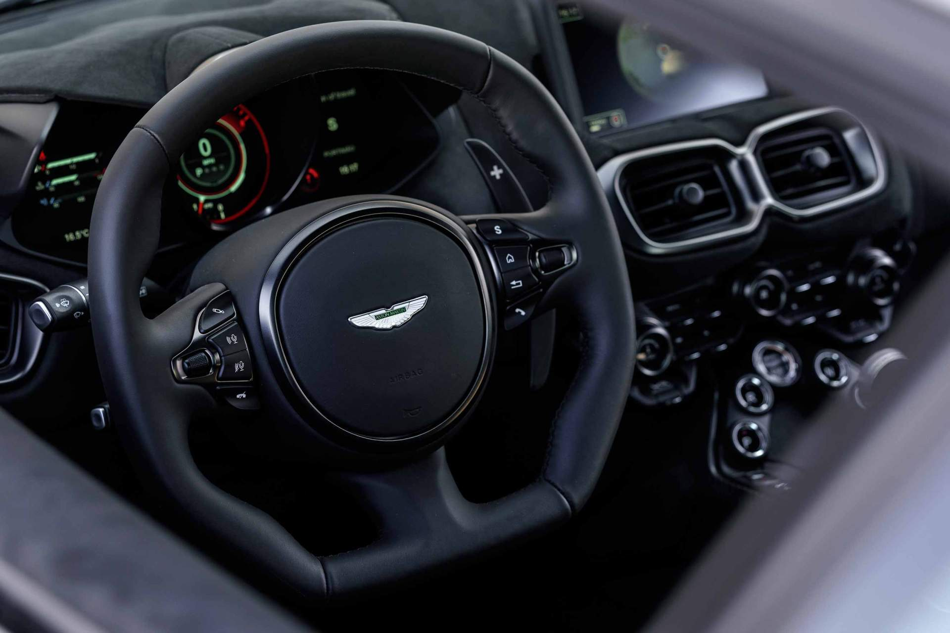 Aston_Martin_V8_Vantage_AMV_8__Portugal_interior